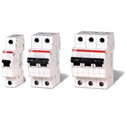Миниатюрни автоматични прекъсвачи 3P